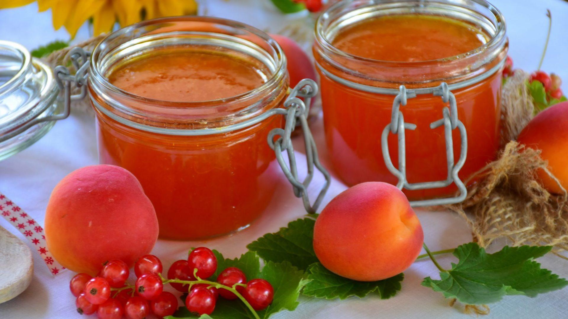 apricots jam-2444765