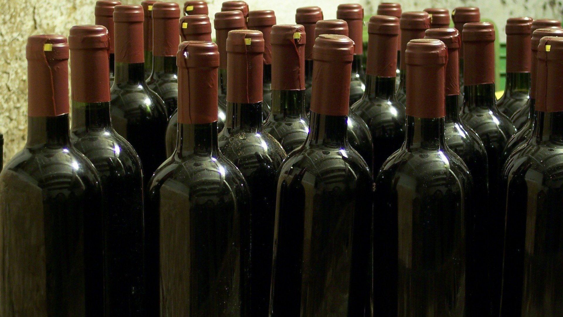 bottles-96328_1920