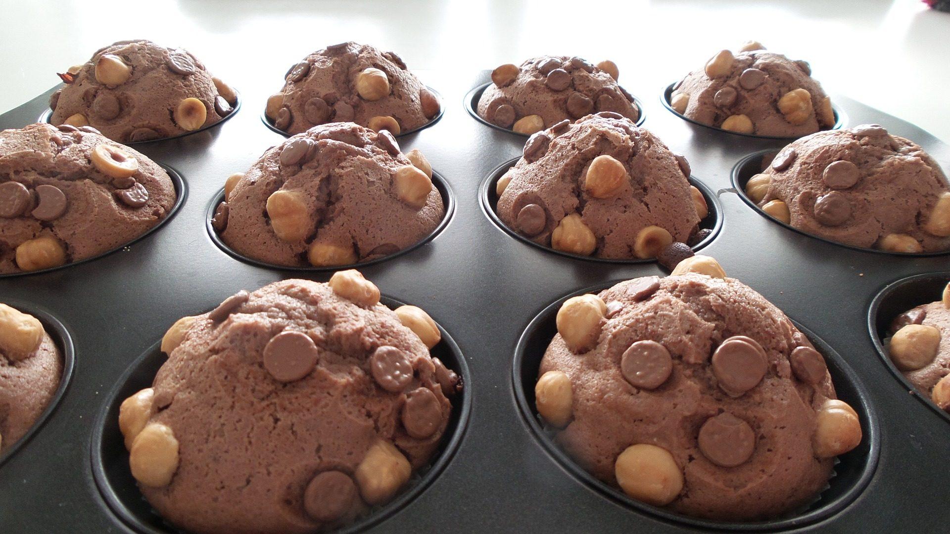 hazelnut-muffin-693288_1920