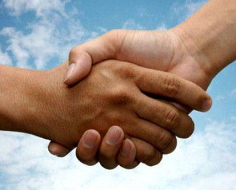 pruzi-ruku-rukovanje