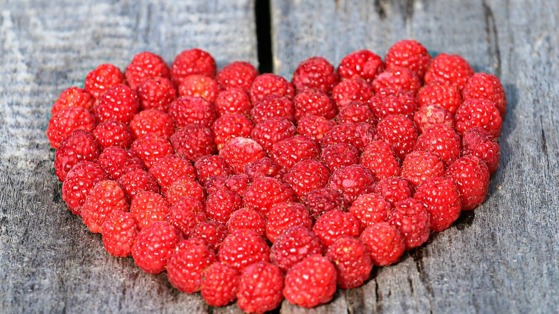 raspberry-heart-1503998_1920
