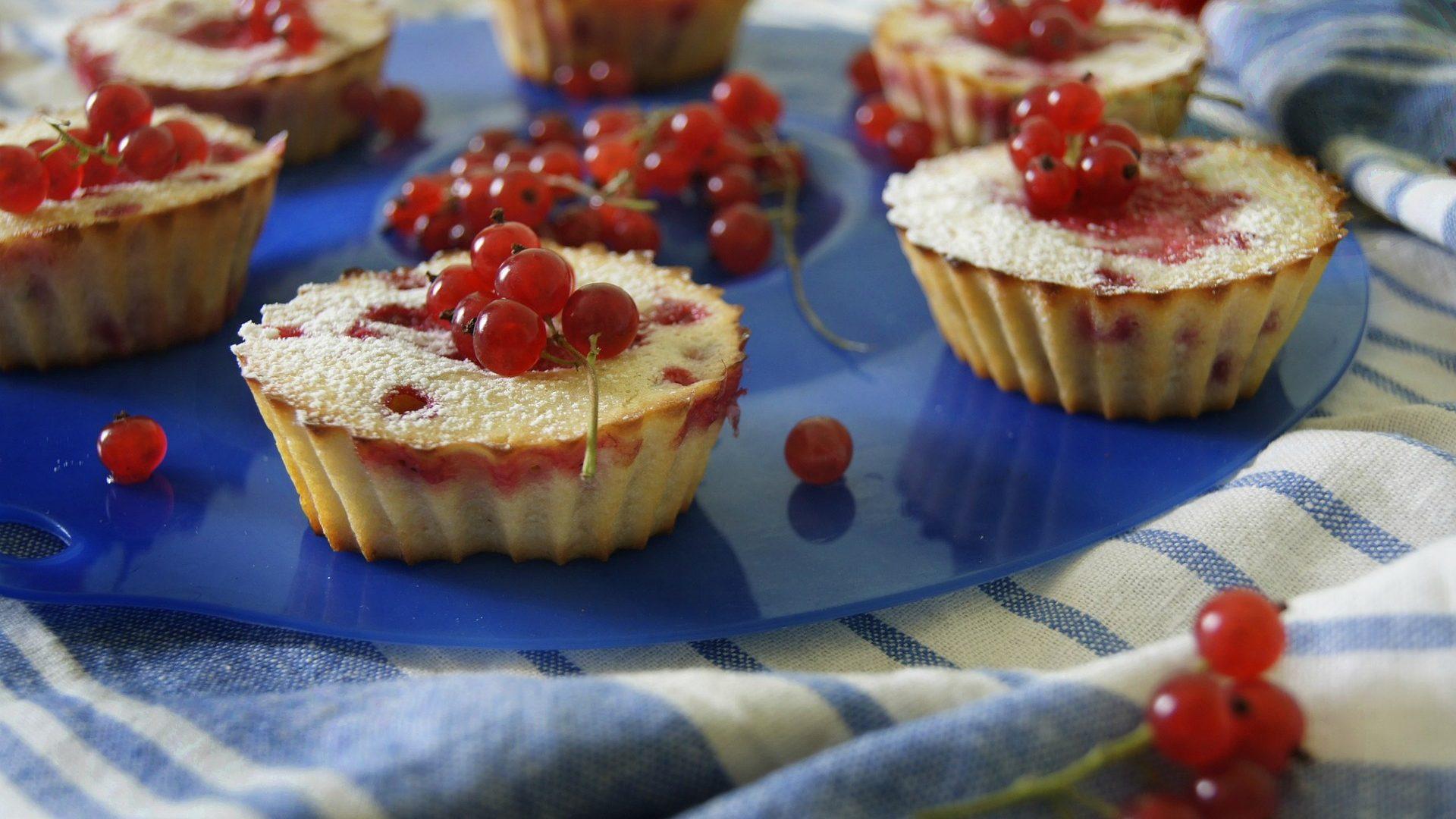 redcurrant-cakes-886772_1920