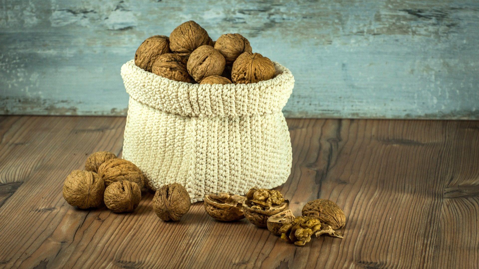 walnut-1213036_1920